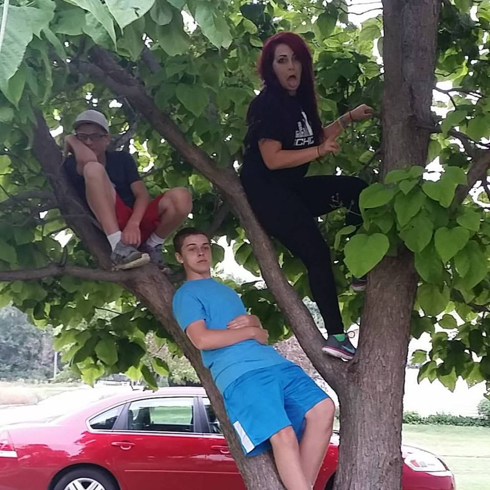 3 kids in obey tree